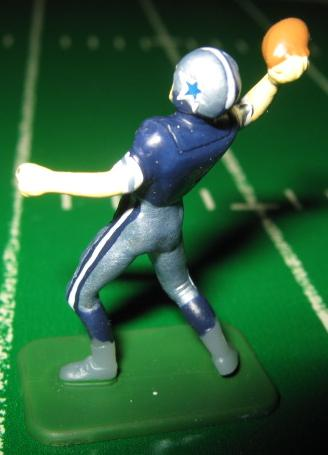 TUDOR ELECTRIC FOOTBALL GAME Dallas Cowboys QB Dark CH02