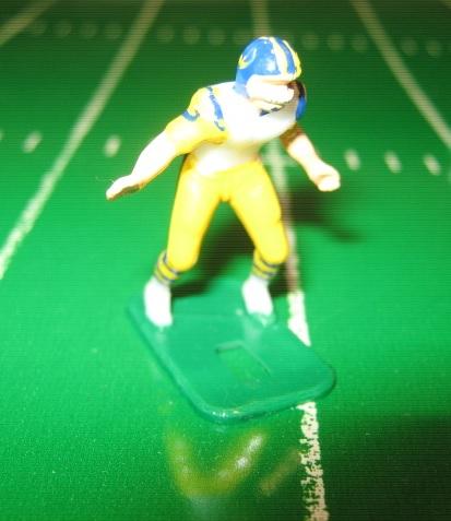 TUDOR ELECTRIC FOOTBALL GAME Los Angeles Rams Team White HK81