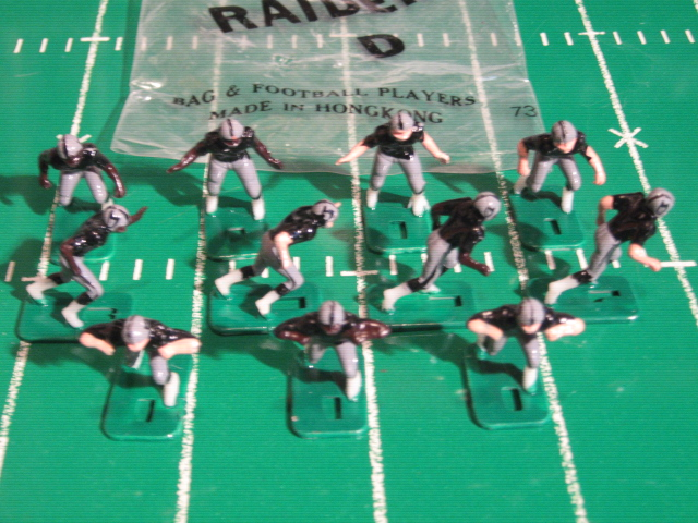 TUDOR ELECTRIC FOOTBALL GAME Oakland Raiders Team Dark HK78