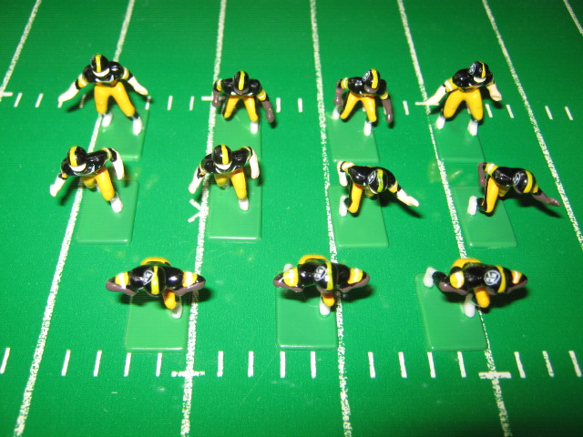 Tudor Electric Football Team PITTSBURGH STEELERS Dark Jersey CH98